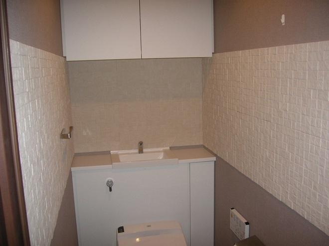 トイレの壁に部分貼り