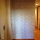 玄関廊下に2色のグラナスルドラ