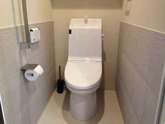 トイレ たけひご(グレー)を腰高まで横目貼り