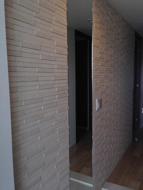 玄関 ルドラ(ベージュ)とミラーのコラボ施工