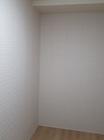洋室の2面にニュートランスのホワイト