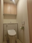 トイレの両サイドにホワイトのスプライン