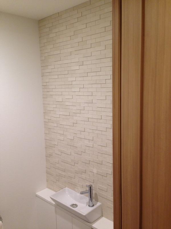 トイレのカウンター上に施工