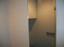 ライン(ダークグレー)でトイレを落ち着いた雰囲気に