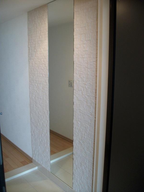 玄関に素敵なアクセントをプレシャスモザイクとミラーで