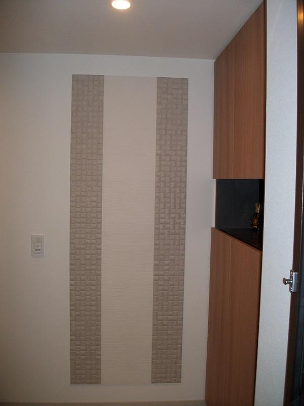 玄関にヴィーレとたけひごのデザイン貼り