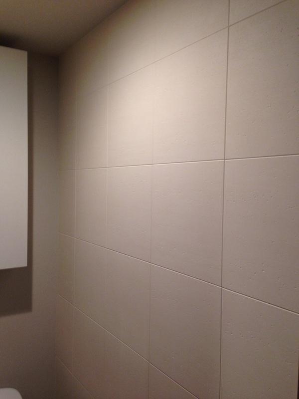トイレにトラバーチン
