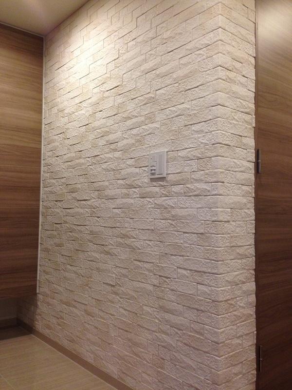 玄関のL字壁面にどんっとグラナスヴィスト!