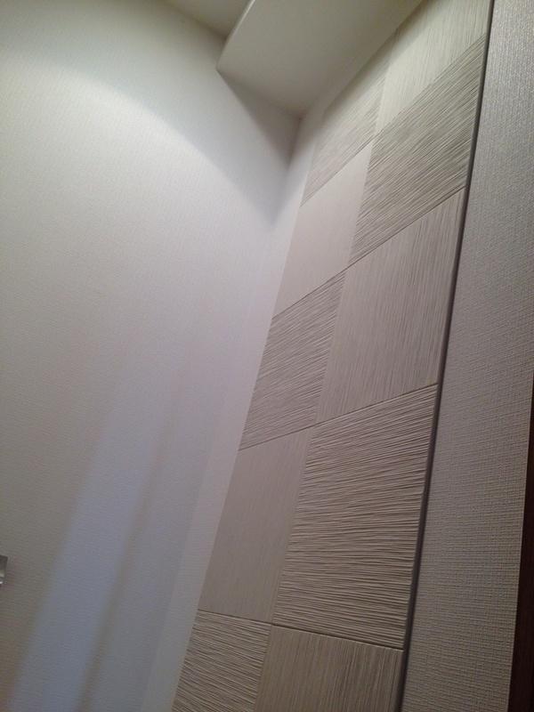 トイレにたけひごのホワイトを市松貼り