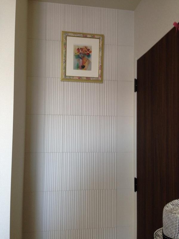 部屋のちょっとした空間を利用して高級感のあるデザイン貼りを
