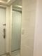 玄関にオーダーミラーとストーンⅡのアイボリー