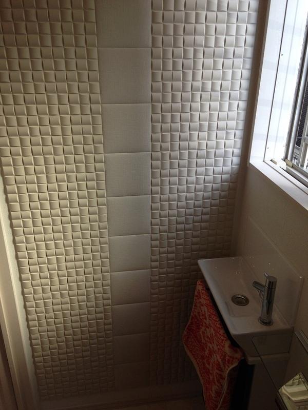 トイレ一面にデザイン貼り