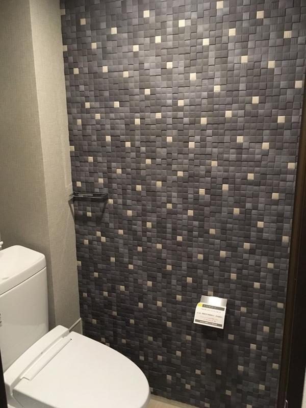 トイレにラグジュアリーモザイクⅡのブルーグレー