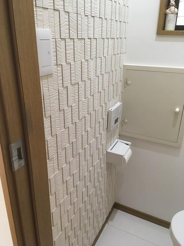 トイレにホワイトのラフソーン
