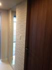 玄関にグラナスルドラのベージュをドア枠まで