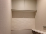 トイレの吊り戸棚下にアレッシュのホワイト