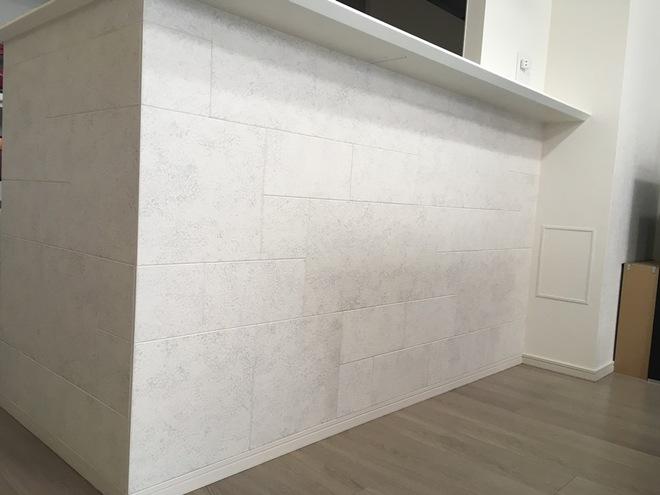 キッチンカウンター下にレイヤーミックスのホワイト