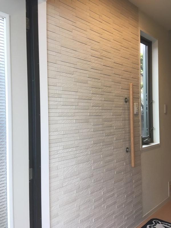 玄関にグラナスルドラのベージュ