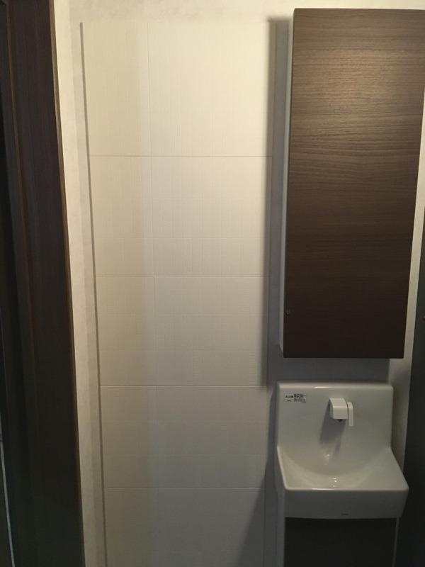 トイレにリブミックスのホワイトを部分的に