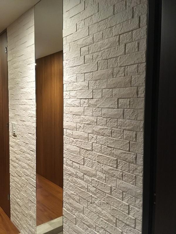 玄関にオーダーミラーとグラナスヴィストのホワイト