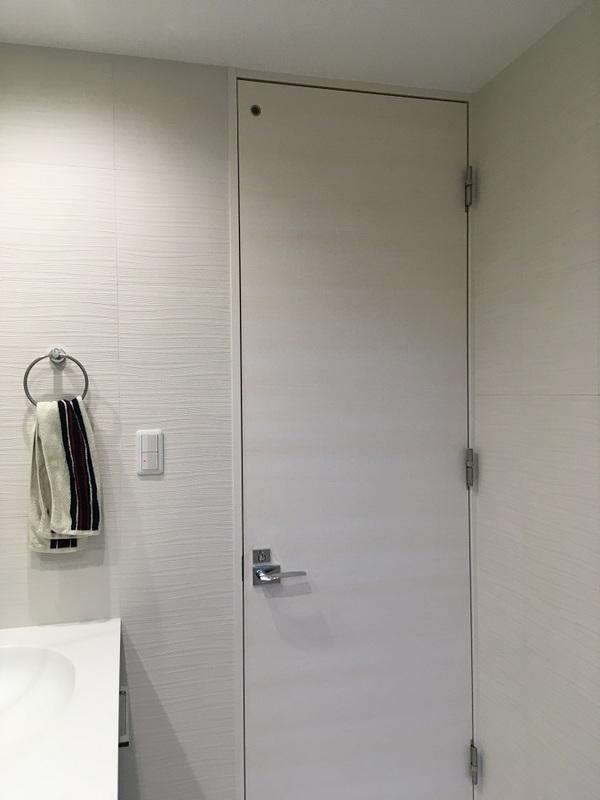 洗面室にスプラインのホワイト