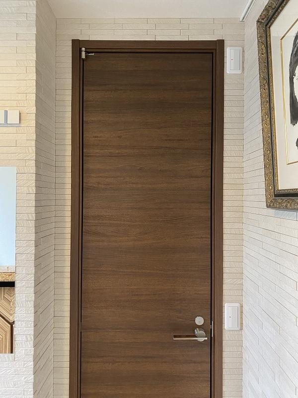 玄関にオーダーミラーとグラナスルドラのベージュ