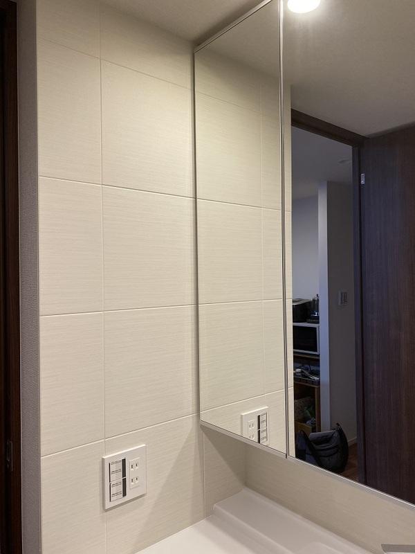 洗面室にシルクリーネのホワイト