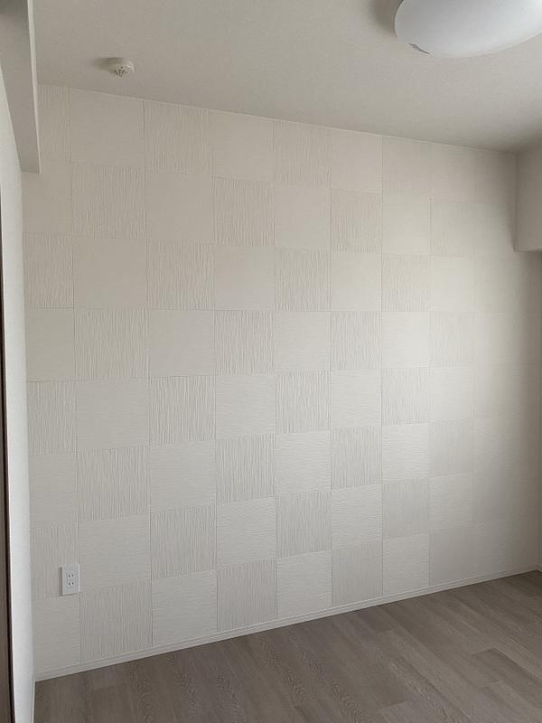洋室にたけひごのホワイトを市松貼りで