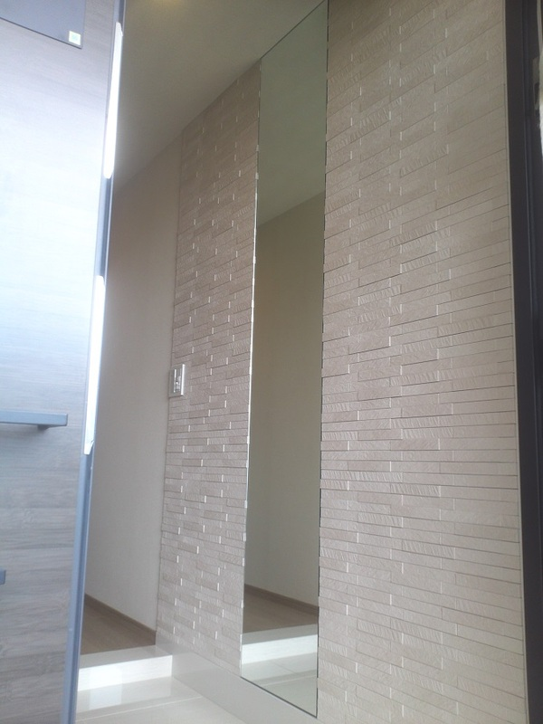 洗練された玄関にルドラ(ホワイト)×ミラー