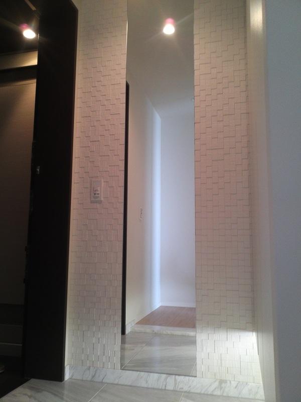 玄関にスノージェ(ホワイト)W400mmミラー