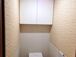 トイレの上部分にアレッシュでライン貼り