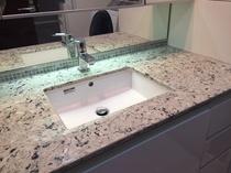 洗面室にホワイトのグラナスハルト!